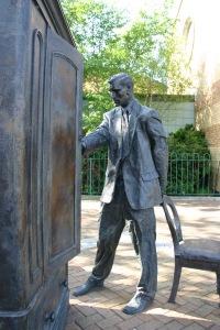 Statue_of_C.S._Lewis,_Belfast